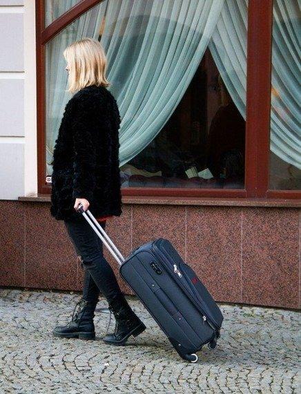Mała podręczna walizka miękka S Solier STL1708 zielona