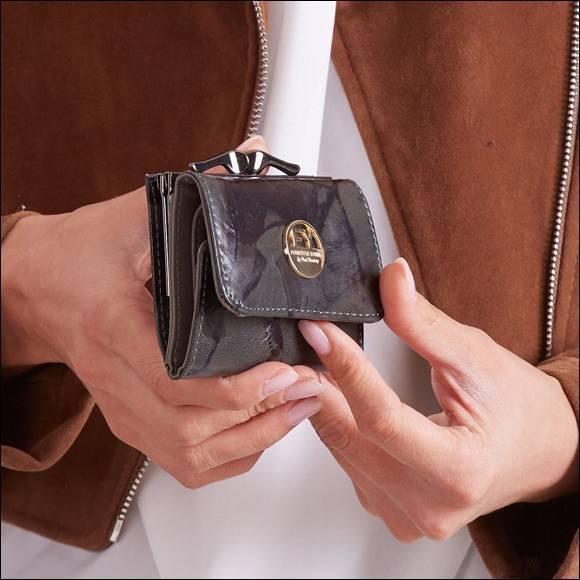 Skórzana portmonetka damska czarno - zielona Forever Young 55287