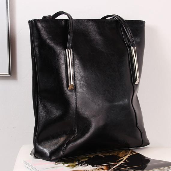 Skórzana torebka damska DAN-A T388 czarna