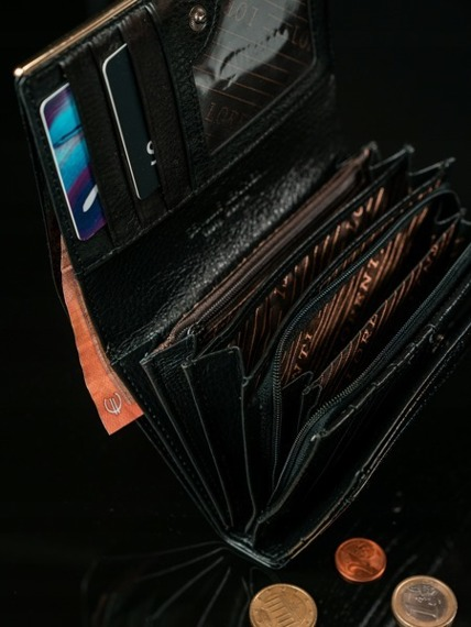 Skórzany portfel damski lakierowany czarny Lorenti 74112
